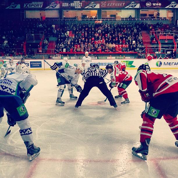 игра в полном разгаре! #donetsk #hcdonbass #hockey #ice #hockeyplayer #govoritdonetsk #fromdonetsk #ArenaDruzhba  #донецк #ХК...