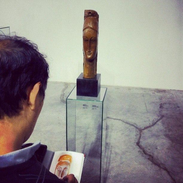 #Девушка #Модильяни и #художник пока еще с ухом #скульптура #girl #arts #painting #sculpture #Modiligiani #govoritdonetsk...