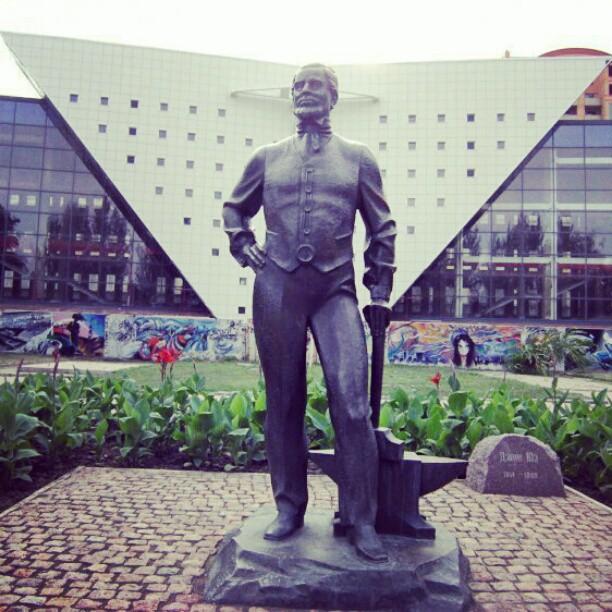 #Памятник Джону Юзу #Донецк #Украина #Donetsk #Ukraine #govoritdonetsk