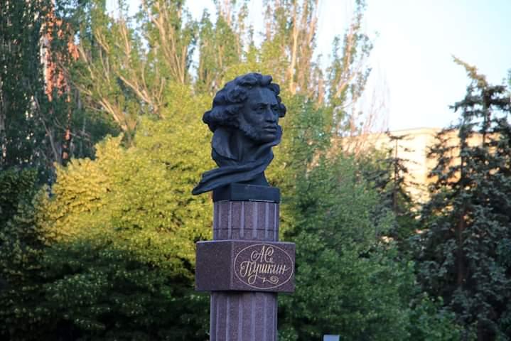 Памятник Александру Пушкину в #Донецк стоит на бульваре имени поэта - #фото Геннадий #Казаков #fromdonetsk...