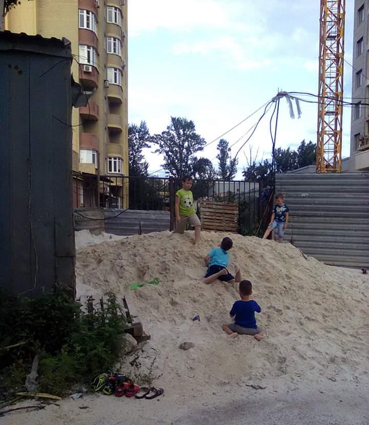 """""""Ура, на стройку привезли #песок!"""", - пишет автор фото Михаил #Сдвиллер #Донецк #fromdonetsk #Donetsk..."""