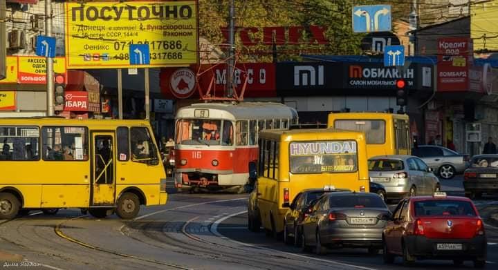 """""""#Маршрутки все больше и больше окружают и выжимают #электротранспорт из нашей жизни, однако #трамваи и #троллейбусы единстве..."""