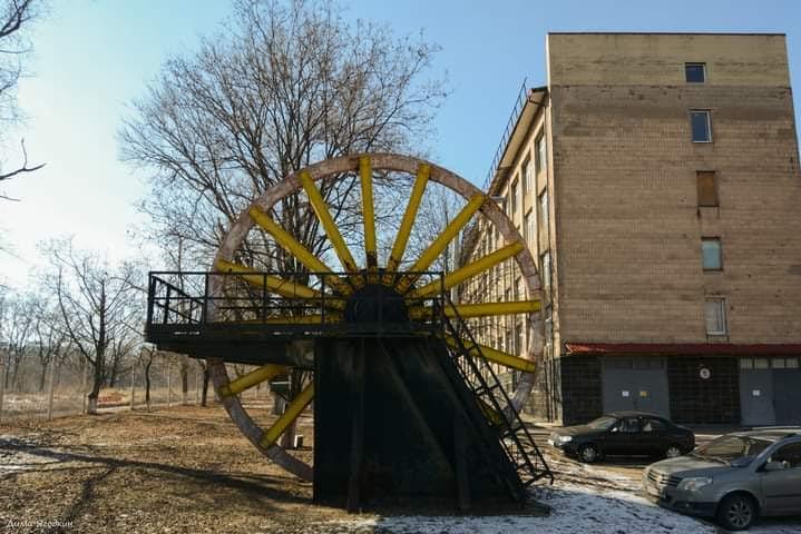 """""""Это #колесо (шкив копровый) стояло на месте где сейчас кассы #Донбасс Арены, при начале строительства стадиона его убрали, я..."""