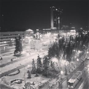 город хорош. дышать аж легче после такого вида. #Донецк #город #ночь #крыша #чб #чернобелая #Donetsk #city #citylight #night ...