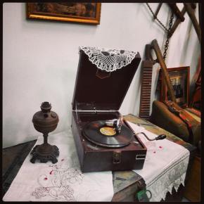 Этот патифон еще рабочий. Хранится и играет музыку в Донецком музее железной дороги. #Donetsk #uz #dz #museum #govoritdonetsk...