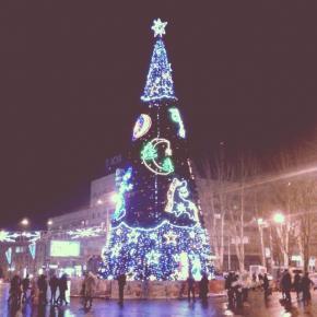 Елку уберут на днях, вот и кончился новый год #govoritdonetsk #fromdonetsk