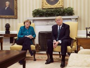Двое вроде как в Овальном кабинете? Нет, это комната президента США вроде как #bodylanguage #donaldtrump #angelamerkel #usa...