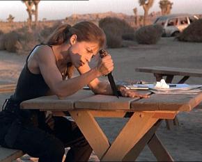 Мало кто знает, а кто знал, тот уже и забыл, что именно вырезала Сара #Коннор ножиком на столе. Это были всего шесть корявых ...