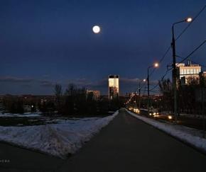 Сегодняшнее #суперлуние на #фото by Евгения #Карпачева, которая охотилась за #Луна в #Донецк 19 февраля восход луны будет в 1...