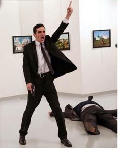Фотография с места убийства российского посла Андрея Карлова в #Анкара получила главный приз на ежегодном конкурсе #worldpres...