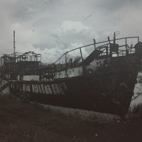Старый корабль на берегу Кальмиуса #river #donetsk #instadonetsk #fromdonetsk #типичныйдонецк #ship #boat #oldphoto #mextures...