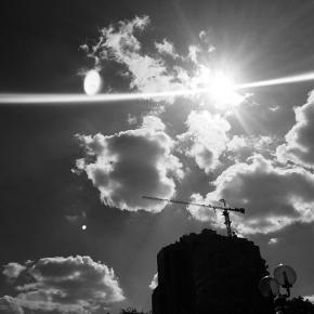 Солнце и Луна на одном фото #донецк #типичныйдонецк #instadonetsk #mycity_donetsk #fromdonetsk #i_love_donetsk #moonatime #su...
