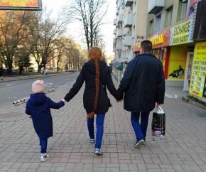 """""""Вот такую косу можно увидеть в центре Донецка! Медные, вьющиеся и, видимо, до пят!"""" - пишет автор #фото Евгения Мартынова #Д..."""