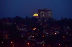 """""""Вы видели, как вечером всходила полная #луна ? Ещё бы чуть чуть и она была бы за многоэтажным домом, но сегодня мне повезло ..."""