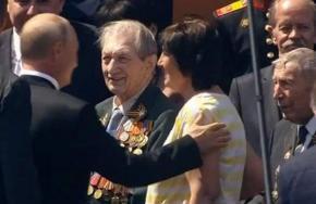 Среди ветеранов на Красной площади находился участник первого парада Победы  Алексей Николаевич Кужильный ушёл на #фронт в 16...