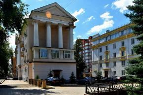 Пройтись по ул.Университетской и рядом, наблюдая за людьми и рассматривая витрины, - пишет #автор #фото Евгения #Карпачева #Д...