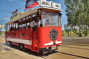 """""""Ретро-трамвайчик с детворой проехал по городу, когда проезжал трамвай мимо людей, такой щебет детский стоял, детвора кричала..."""